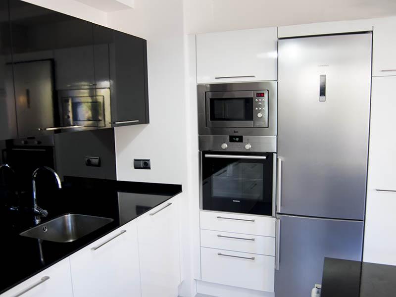 Bienvenidos a dg muebles cocinas i mobiliario de hogar y for Cocina blanca y negra