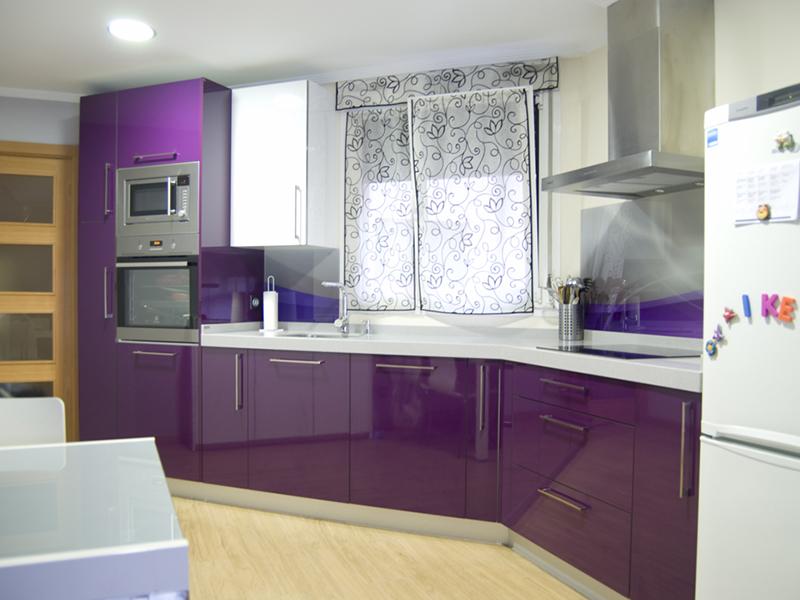 Cocinas moradas cocinas moradas contamos con accesorios for Cocinas modernas moradas