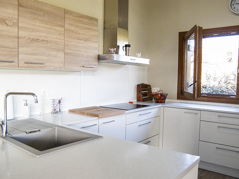 Cocina de madera laminada for Muebles de oficina lorca